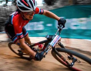 Cindy Montambault au mont Sainte-Anne pour les Championnats du monde de vélo de montagne